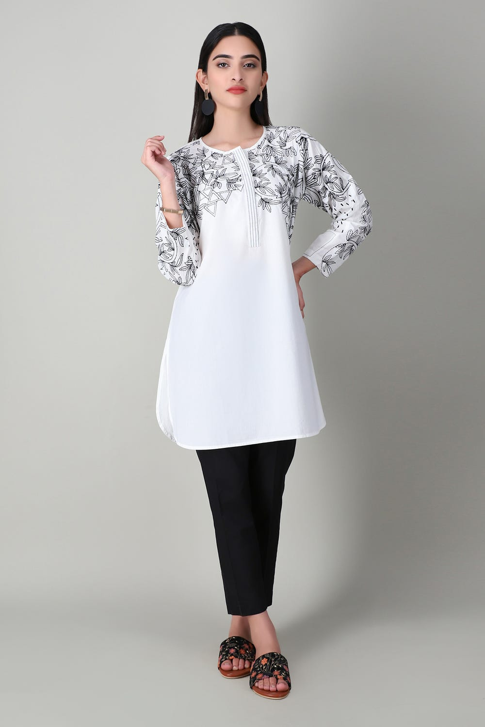 Khaddi Floral Chic Embroidered Kurta